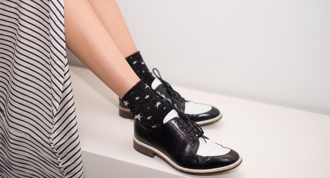 calcetines-estrellas-negro-blanco